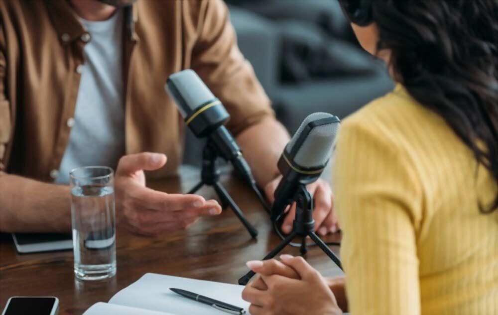 una conexión entre trabajadores y clientes